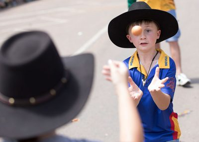 Kids egg throw event at Outback festival